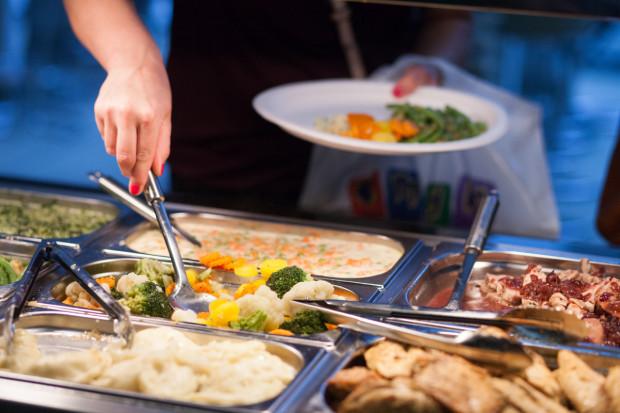 Lokale z jedzeniem na wagę często zmieniają swoje menu.