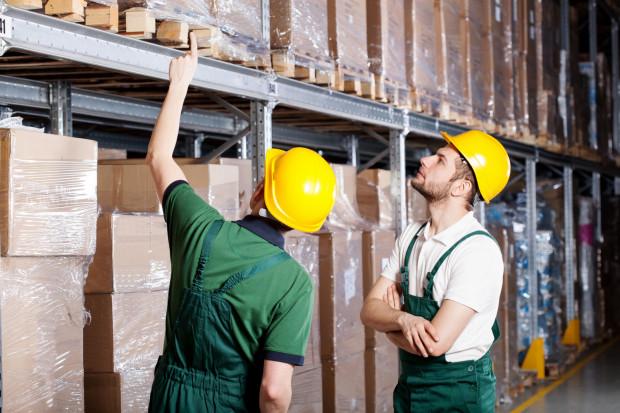 Czym innym jest krótkotrwałe, incydentalne zastępowanie innego pracownika, a czym innym realne i stałe wykonywanie obowiązków na odrębnym stanowisku pracy.