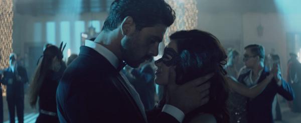 Massimo (Michele Morrone) jest włoskim gangsterem, który zakochuje się w Polce, Laurze Biel (Anna-Maria Sieklucka). Porywa więc dziewczynę i daje jej 365 dni na odwzajemnienie uczuć.