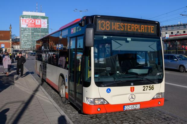 Autobus linii 138 kursuje między Wałami Piastowskimi a Westerplatte.
