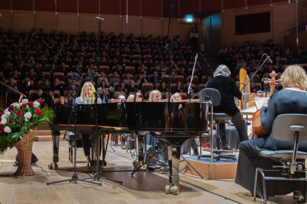Prapremiera Balticetty - kompozycji Leszka Możdżera inspirowanej morzem - zakończyła niedzielny koncert w Filharmonii Bałtyckiej, zorganizowany dla uczczenia stulecia zaślubin Polski z Bałtykiem.