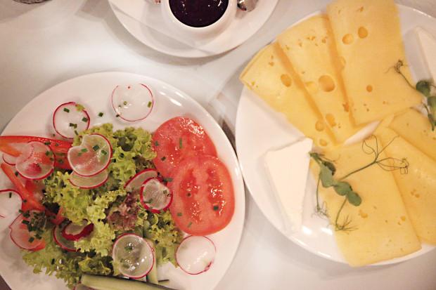 """Talerzyk """"nabiał"""" - zestaw serów i talerzyk mały warzywniak"""