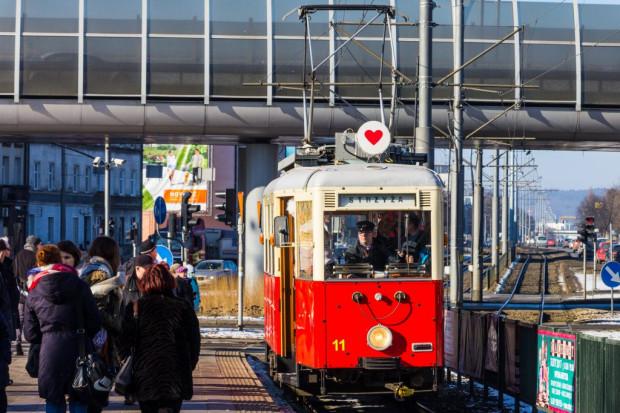 Na walentynkowy tramwaj wybrano widoczny na zdjęciu Konstal N z 1952 roku.