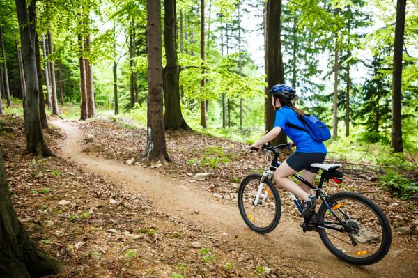 Single track w leśnym gąszczu jest świetnym miejscem do trenowania swoich umiejętności rowerowych, zanim przeniesiemy je na ulice.