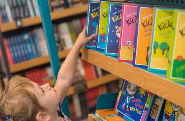 Najmłodsi chętnie sięgają po książki, których bohaterką jest rezolutna kotka.