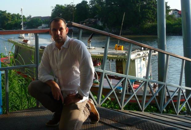 Aleksander R. Michalak - pisarz, badacz, naukowiec i wykładowca, dużo podróżujący po świecie. Na zdjęciu podczas jednej z podróży.