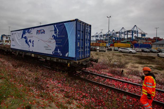 W listopadzie ub. roku firma Adampol uruchomiła połączenie z Chin do terminala morskiego DCT. Najbliższy pociąg przyjedzie w czwartek, 27 lutego.