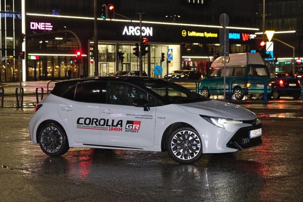 Zmienił się wygląd, ale nie zmieniła się moc hybrydy. W mocniejszej wersji Corolla GR Sport oferuje 184 KM.