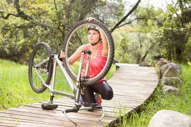 Powtarzające się awarie roweru podczas jazdy bywają sygnałem, że należy odwiedzić serwis rowerowy.