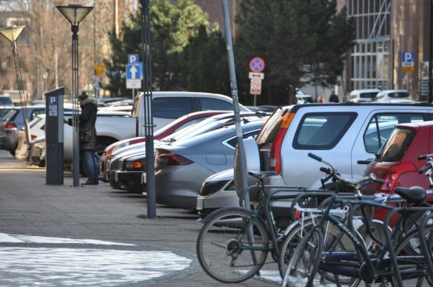 Wkrótce kierowcy za pozostawienie auta w centrum Gdańska będą płacić 5,5 zł za pierwszą godzinę parkowania.