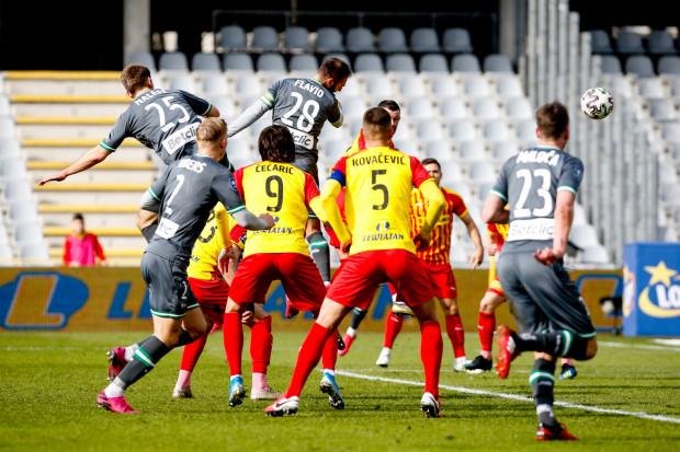 Tak Flavio Paixao (nr 28) strzelił 10. gola w tym sezonie w ekstraklasie, a zarazem pierwszego dla Lechii po rzucie rożnym w bieżących rozgrywkach.