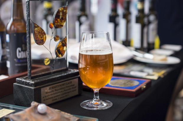 Nie tylko wino, ale też piwo może podkreślać smak dania.