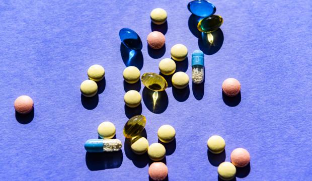 Eksperci podkreślają, że koronawirusa leczy się objawowo. Cudowne herbatki czy amulety to próba wyłudzenia pieniędzy.