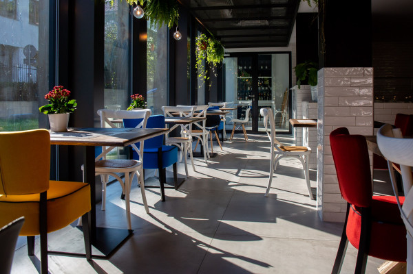Trójmiejskie restauracje działają, choć liczba gości w wielu lokalach mocno spadła w ostatnich dniach.