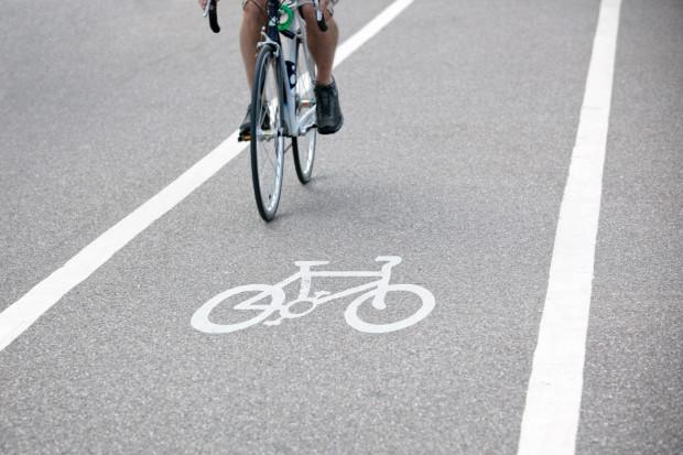 DDR czy pasy ruchu dla rowerów? Które z rozwiązań jest skuteczniejsze?