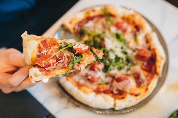 Smaczne dania, które najczęściej zamawiamy w restauracjach, możemy zrobić sami w domu.