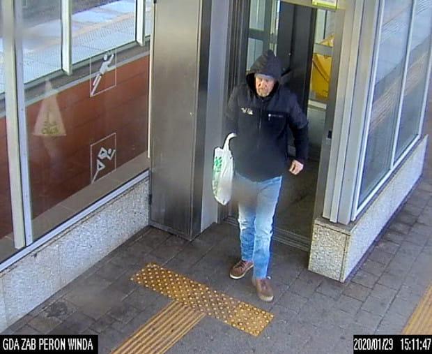 Poszukiwany w związku z kradzieżą plecaka.