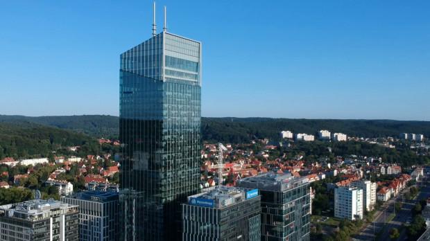156-metrowa Olivia Star otoczona jest znacznie niższymi budynkami. Niewykluczone jednak, że obok niej pojawi się druga wieża o wysokości 135 m.