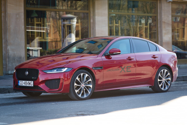 Cennik Jaguara XE startuje od kwoty 189 900 zł.