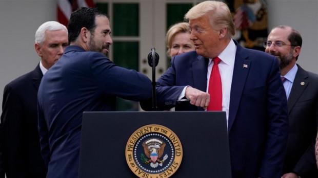 Z racji wieku prezydent USA Donald Trump jest w grupie, która najciężej przechodzi zakażenie koronawirusem, ale uważa, że lekarze przesadzają, zarządzając powszechną izolację.