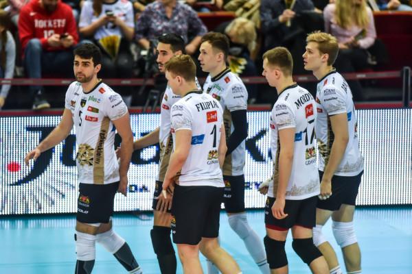 Trefl Gdańsk w normalnej sytuacji przymierzałby się powoli do rywalizacji w playoff PlusLigi. Rozgrywki zostały jednak zakończone ze względu na pandemię koronawirusa. Żółto-czarni zajęli 5. miejsce. Tytuły mistrzowskiego nie przyznano.