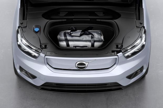Pod maską zamiast silnika znajduje się dodatkowy bagażnik o pojemności 30 litrów.