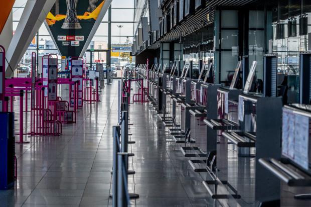 Co najmniej do 11 kwietnia ruch lotniczy w kraju jest wstrzymany.