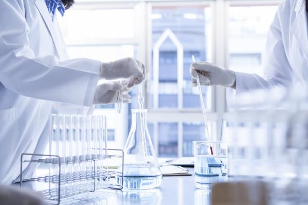 Genom koronawirusa SARS-CoV-2 został szybko sekwencjonowany przez naukowców.