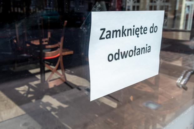 Koronawirus sprawił, że część sklepów musiała zawiesić swoją działalność.