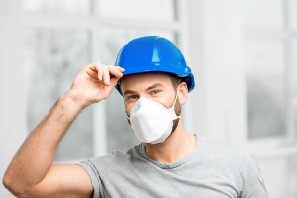 Poza pięcioma respiratorami Invest Komfort kupił także 10 tys. maseczek, a dodatkowe 3,5 tysiąca na potrzeby własnych pracowników.