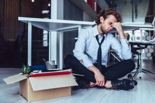 Wypowiedzenie musi być sformułowane w sposób jasny, zrozumiały i konkretny, co oznacza, że powód wypowiedzenia musi być określony w taki sposób, aby pracownik był w pełni świadomy, dlaczego pracodawca zdecydował się rozwiązać z nim umowę.