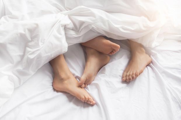 Seks daje to, czego w czasie epidemii i izolacji potrzebujemy najbardziej: obniża poziom stresu i poprawia nastrój, a nawet podnosi odporność.