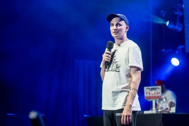 Jasiek Borkowski będzie jednym ze stand-uperów podczas internetowej gali Stand-up Online 2.