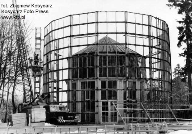 Budowa rotundy palmiarni w połowie lat 80. XX wieku.