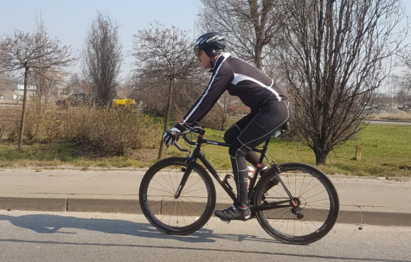 Jeśli chcemy wybrać się na rower, to wybierajmy krótkie przejażdzki blisko domu.