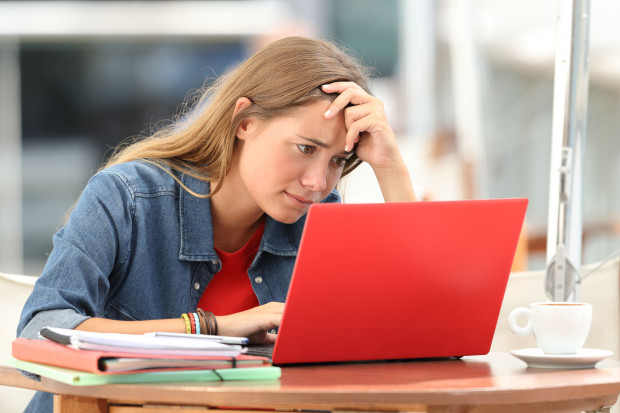 Urzędy pracy zachęcają klientów do rejestracji elektronicznej. Jeżeli jednak nie mamy dostępu do internetu, możemy umówić się na wizytę przez telefon.