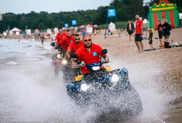 W okolicach gdańskich plaż w weekend zostaną przeprowadzone wzmożone kontrole. Część patroli będzie wykonywana na kładach (zdjęcie poglądowe).