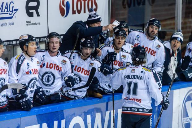 Od sezonu 2019/20 Grupa Lotos wróciła do sponsoringu tytularnego gdańskich hokeistów. Spółka wyraziła chęć przedłużenia współpracy.