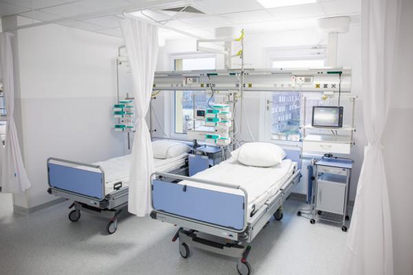 Liczba pacjentów na oddziałach trójmiejskich szpitali zdecydowanie się zmniejszyła.