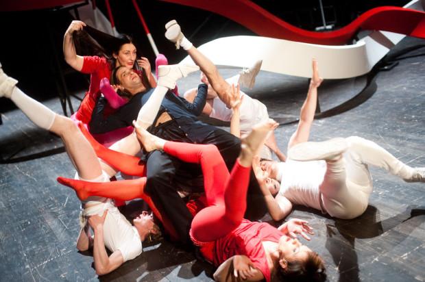 """""""Ciała obce"""" to kolejna propozycja Teatru Wybrzeże online. Spektakl oglądać będzie można w sobotę, 25 kwietnia, od godz. 17 do północy."""