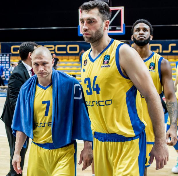 Tylko Krzysztof Szubarga (nr 7) i Adam Hrycaniuk (34) mają ważne kontrakty w Asseco Arce na kolejny sezon. Na kolejne ruchy trzeba będzie poczekać. Klub spodziewa się pierwszych decyzji dotyczących następnych rozgrywek w połowie maja.
