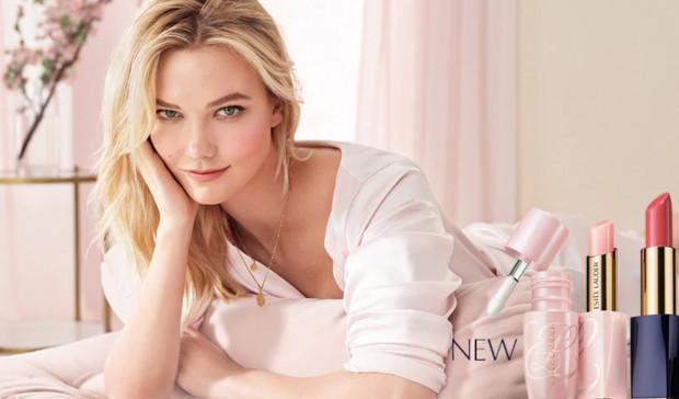 Wiosenny makijaż według Estee Lauder jest subtelny i kobiecy. Dominują tu pastele, delikatne róże i rozświetlona cera.