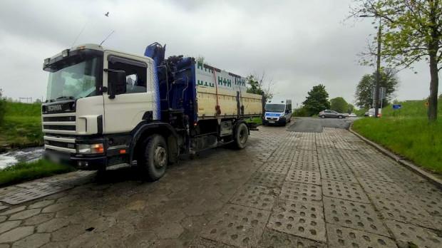 Zatrzymana przez policjantów ciężarówka