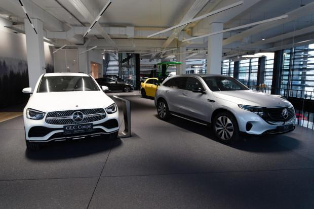 Niedawno ukończony został nowy salon Mercedes-Benz BMG Goworowski, zlokalizowany w Gdyni przy ul. Łużyckiej. Z racji na aktualną sytuację huczne otwarcie nowoczesnego obiektu trzeba odroczyć w czasie.