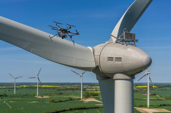 Drony mogą chronić bezpieczeństwo aktywów produkcyjnych czy prowadzić monitoring stanu technicznego.