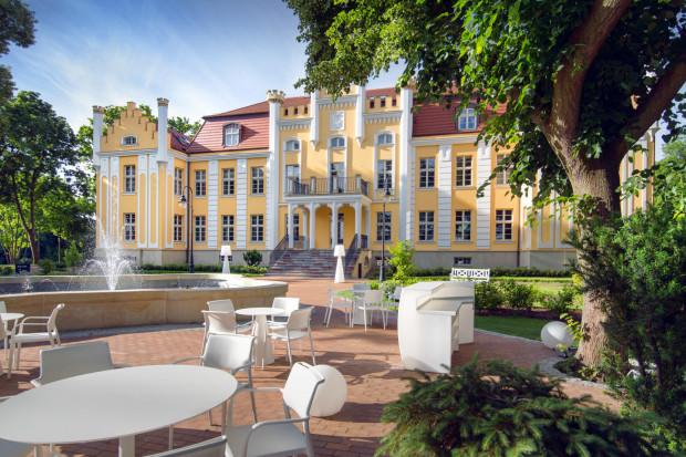 Działa już ogródek restauracyjny przy hotelu Quadrille.