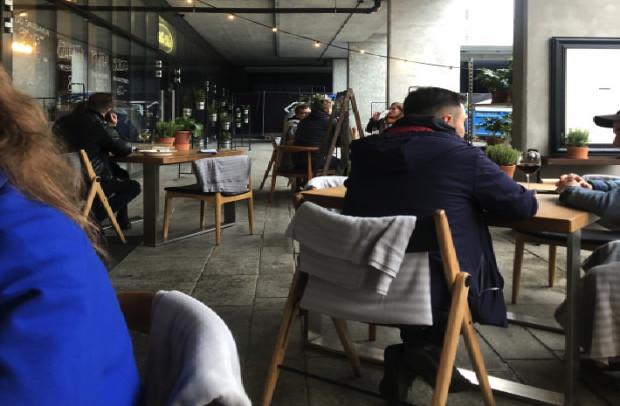 W sopockiej restauracji Cały Gaweł byli wieczorem goście.