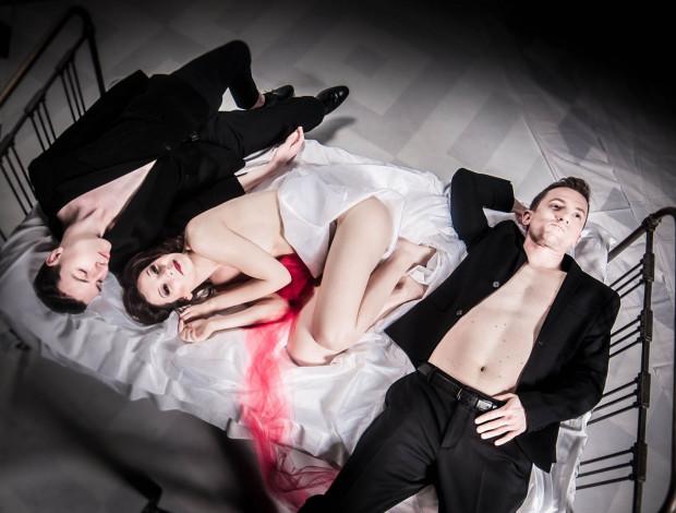 """Teatr Miejski w Gdyni szykuje się do premiery spektaklu """"Nastasja wychodzi za mąż"""", którego premiera ma się odbyć w dniu otwierania teatrów dla publiczności - 6 czerwca."""