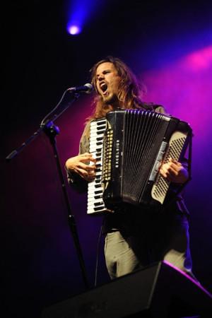 Rewelacyjny Jason Webley przyjedzie do Gdyni ze swoim akordeonem, żeby zagrać koncert z Gabą Kulką.