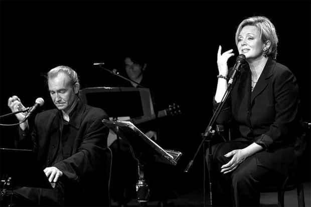 """Na deski Teatru Atelier w dniach 11-13 sierpnia wraca spektakl muzyczny """"Zanim będziesz u brzegu"""" z udziałem Hanny Banaszak i Mirosława Czyżykiewicza."""